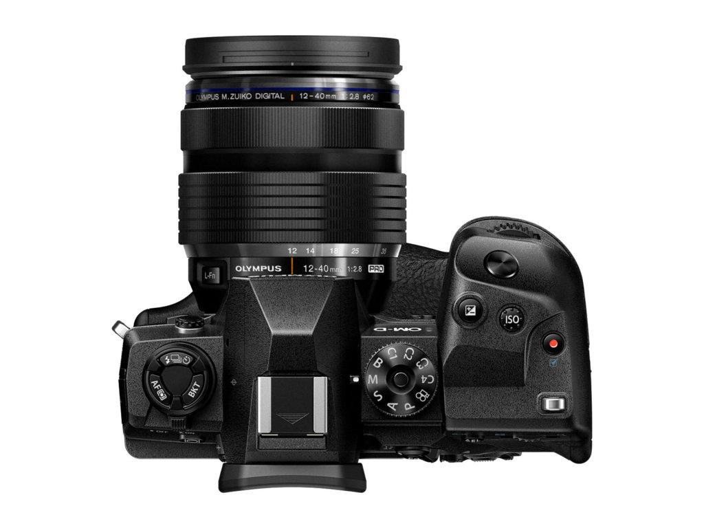 Die Olympus OM-D E-M1X mit 12-40mm Objektiv bei Foto Seitz