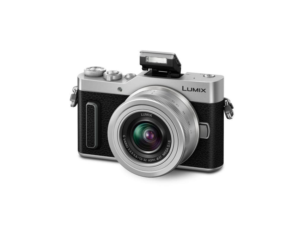 LUMIX GX880 mit ausgeklapptem Blitz bei Foto Seitz